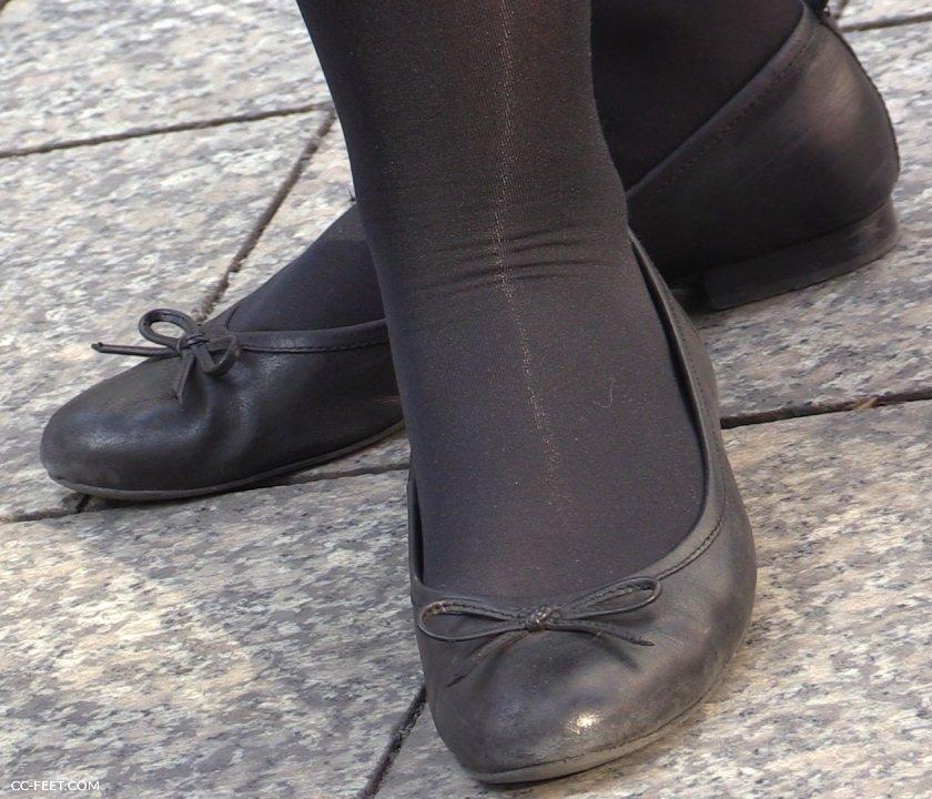 Barefoot brunette shoeplay in ballet flats - 3 4