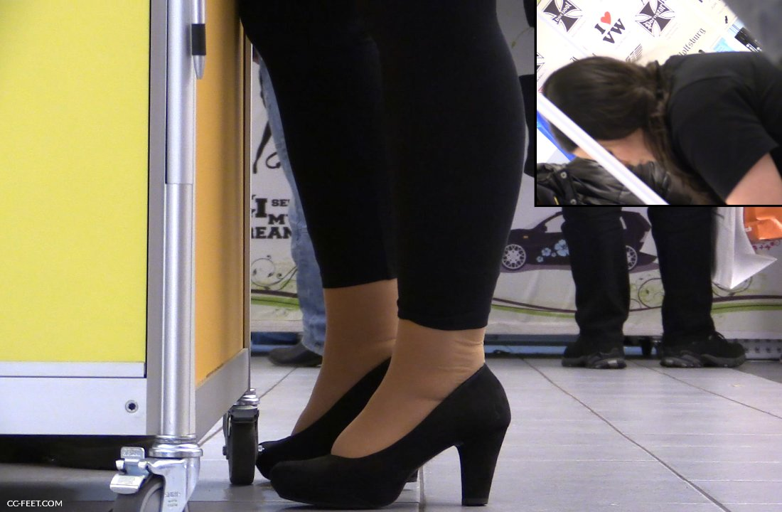 when I saw her nyloned soles, because this was the type of pantyhose ...: www.cc-feet.com/82-pantyhose-shoeplay