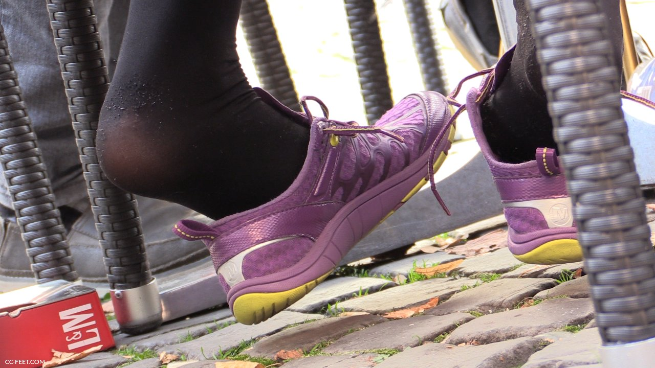 image Sneaker shoeplay with ped socks