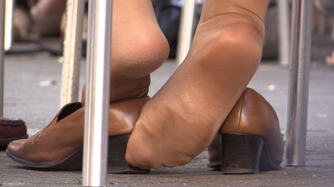 Smelling her pantyhose feet make her cum 6