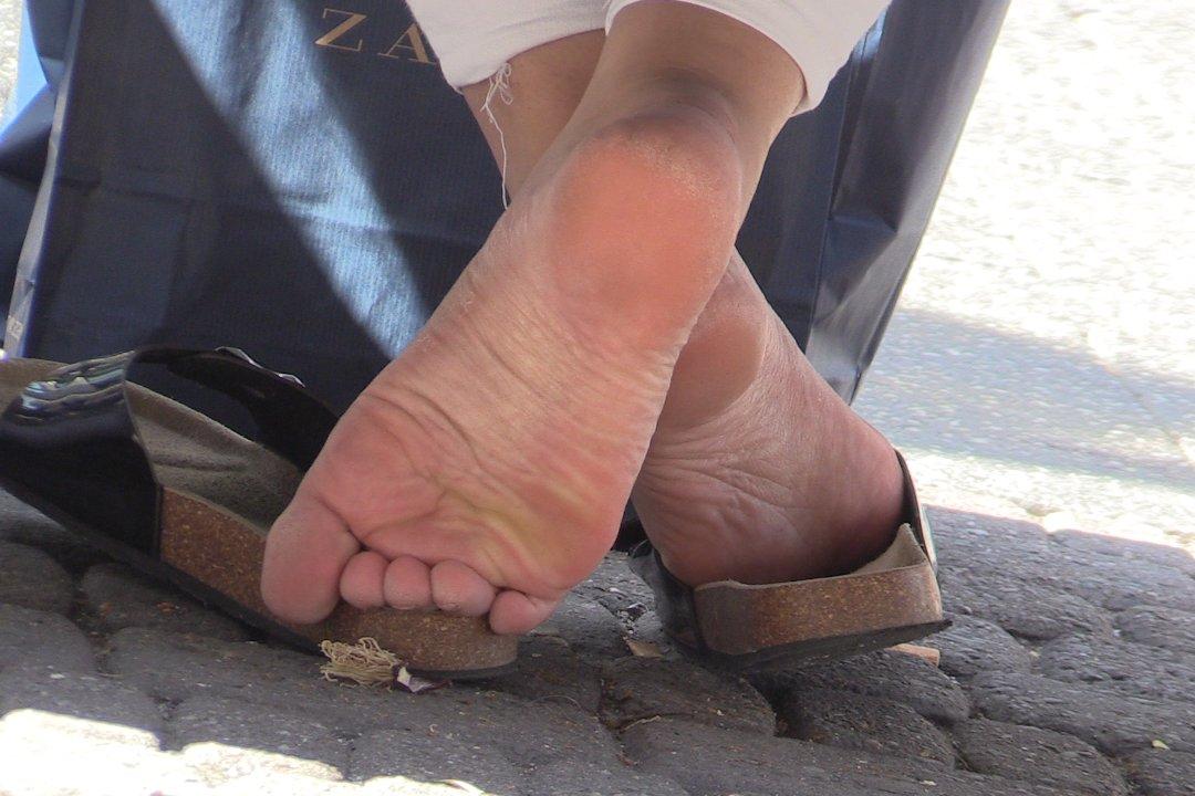 Cc-Feetcom  Candid Cam Shoeplay With Girls Feet, Socks -1551
